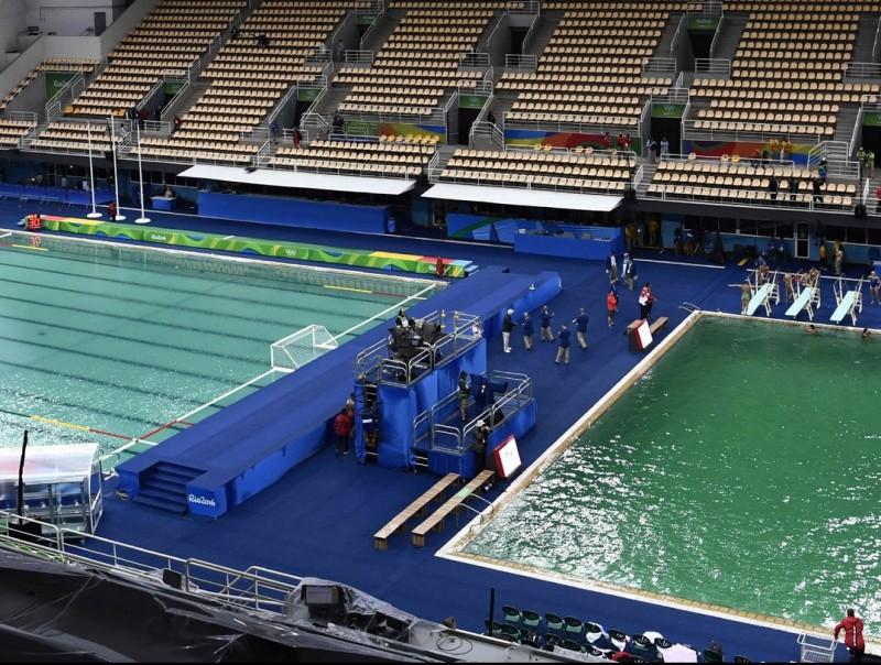 La piscina de salts amb l'aigua verda AFP