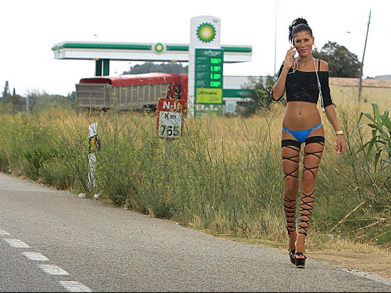 Una prostituta al voral de la N-II, a l'Alt Empordà MANEL LLADÓ