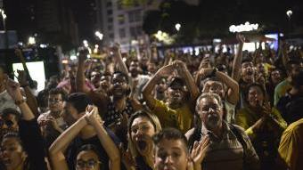 Seguidors brasilers, celebrant el triomf de la seva selecció olímpica en la final de Rio EFE