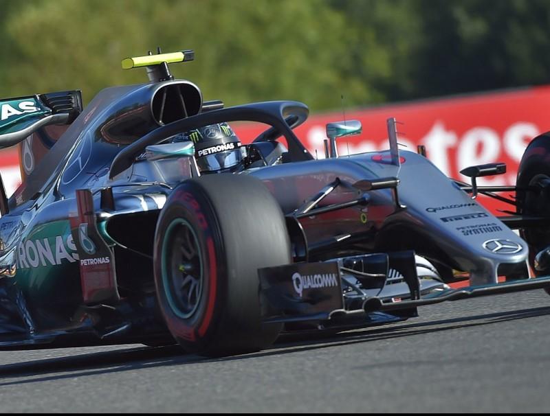 Rosberg, durant la primera sessió, amb l'halo i els pneumàtics supertous LOIC VENANCE / AFP