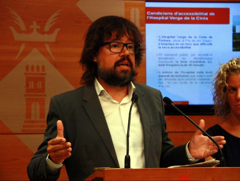 El secretari d'Infraestructures i Mobilitat, Ricard Font, ahir a l'Ajuntament de Tortosa. ACN