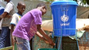 L'aigua potable és un bé escàs a moltes regions africanes com el Níger AFP