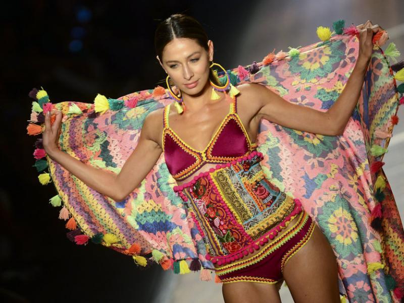 Desfilada de moda de la firma de costura colombiana Agua Bendita al juliol passat, a Medellín.  AFP
