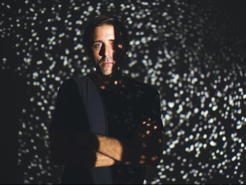 Aleix Fernández signa la instal·lació '#Death', a l'Antic Molí d'Ulldecona. CEDIDA