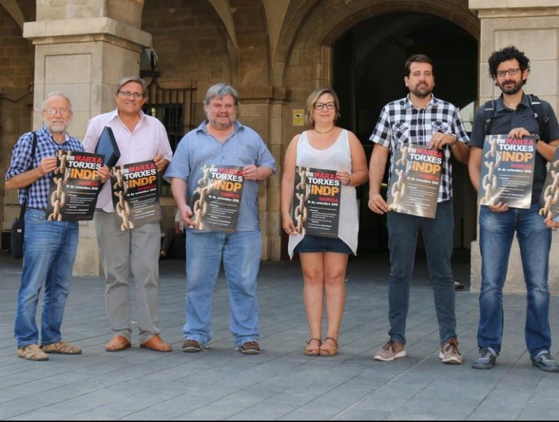 Representants municipals, d'Òmnium i de l'ANC en la presentació de l'acte a Manresa JORDI PREÑANOSA
