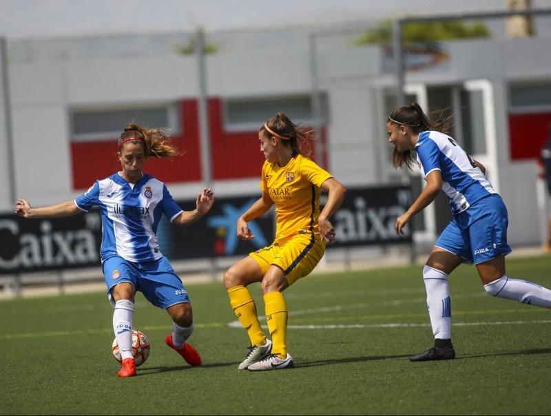 Una jugada de la final de la Copa Catalunya en què el Barça es va imposar per 6-0 a les blanc-i-blaves FCF