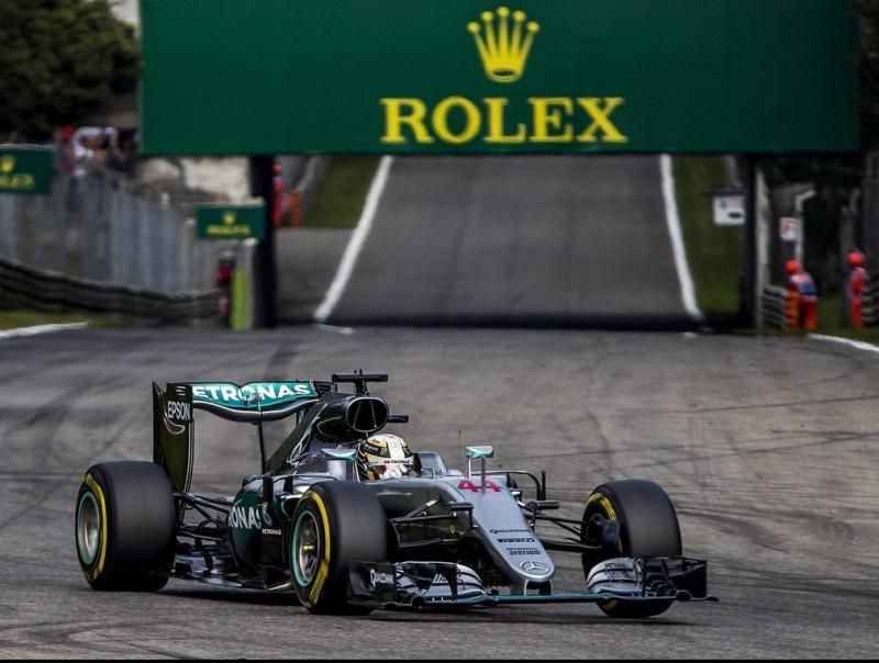 Hamilton, durant la Q2, amb els pneumàtics tous SRDJAN SUKI / EFE