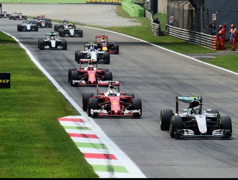 Rosberg encapçala el grup en la primera volta, amb Hamilton només sisè GIUSEPPE CACACE / AFP