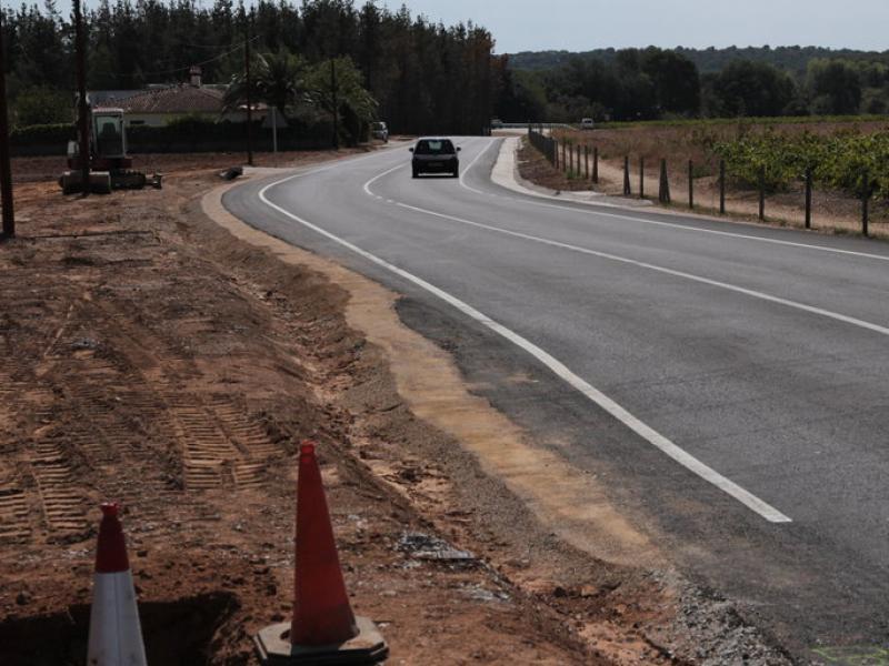 La nova fesomia del vial d'accés a Vall-llobrega, millorat aquest estiu E.A