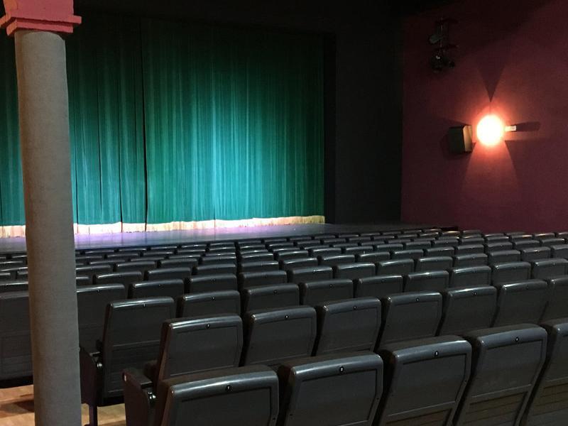 La nova sala de cinema del Centre Parroquial de Sant Pere de Ribes CENTRE PARROQUIAL DE SANT PERE