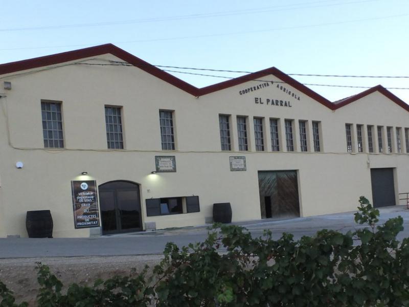 Part de l'edifici de la cooperativa El Parral s'ha reconvertit en unespai de tast i venda de productes de proximitat EPA
