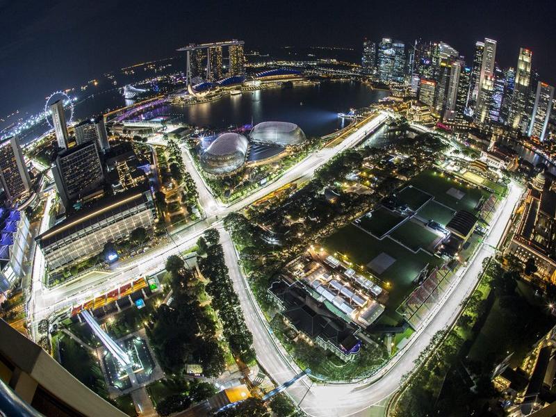 El circuit urbà de Singapur, ahir, amb el novè dels 23 revolts en primer terme W. WOON / EFE