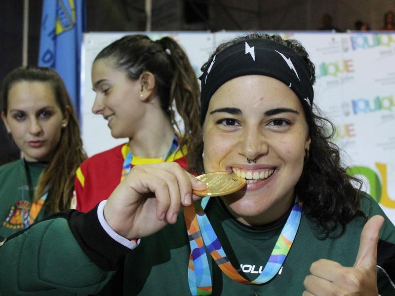 Teresa Bernades amb la medalla del títol mundial IQUIQUE.CL