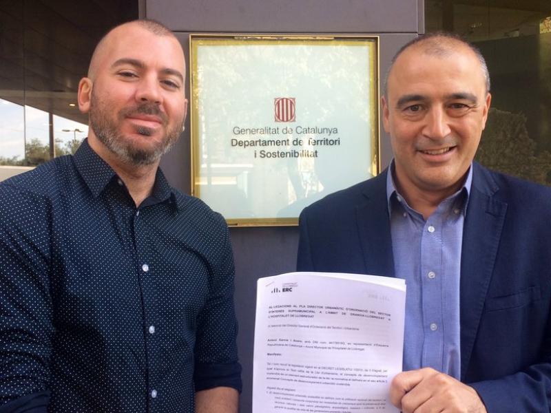 Antoni Garcia i Coque Garcia, regidors d'ERC de l'Hospitalet, van presentar ahir a Territori i Sostenibilitat una al·legació al PDU Granvia R.M.B