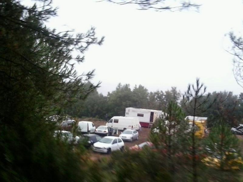Els veïns de Querol es van veure sorpresos per la sobtada aparició d'una vuitantena de vehicles al mig del bosc EPN