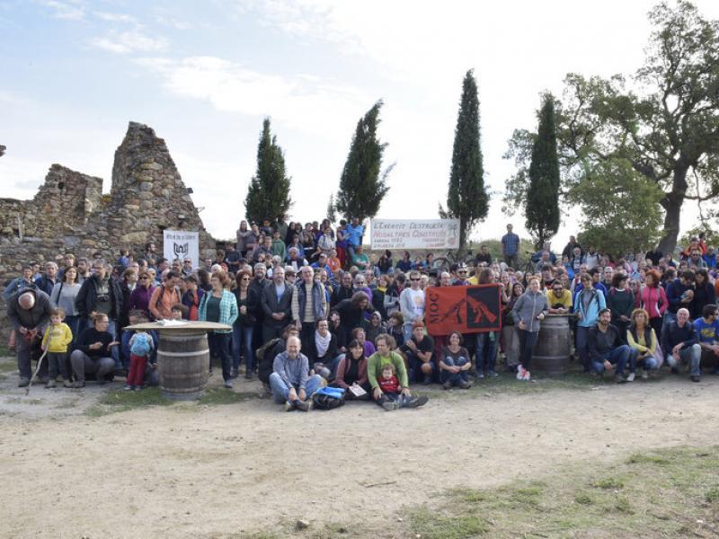 Unes 400 persones, contra el camp de tir de l'Albera Arxiu