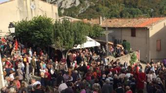 Un moment de l'acte que va celebrar-se diumenge a 'església de Montsegur (Occitània) R. SARGATAL