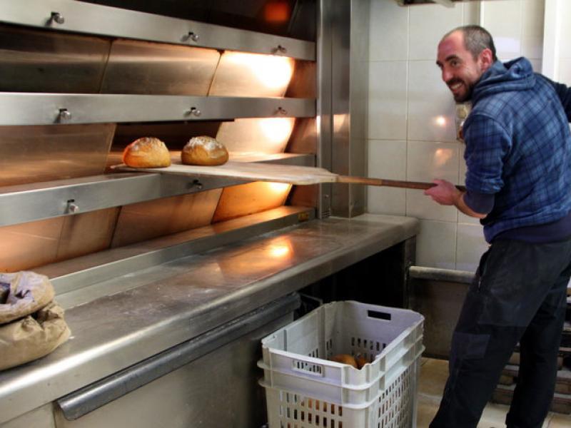 El forner Gerard Vilà, de la fleca El Crostó, és un dels productors locals que potencia el producte ecològic i de proximitat ACN
