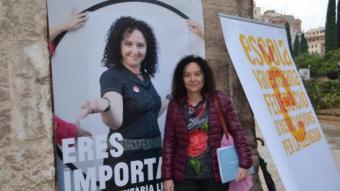 Una de les voluntàries del programa d'Escola Valenciana. EL PUNT AVUI