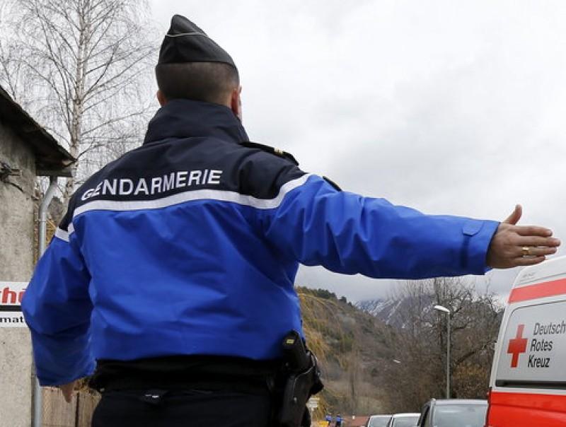 La policia francesa va desplegar l'operatiu al poble EFE
