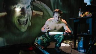 Un detall del muntatge , amb l'actor Philipp Hochmair. THÉÂTRE DE VIDY