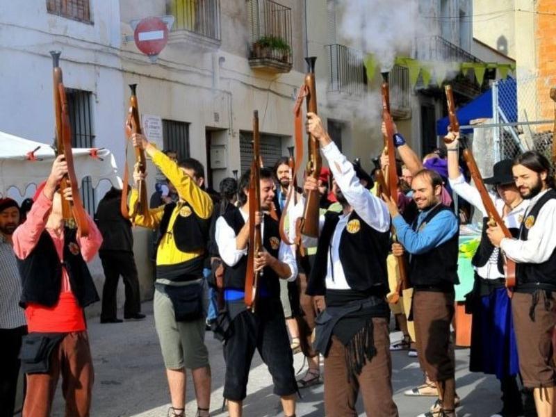 Canons, trabucs i tambors ompliran diumenge els antics carrers de la vila. AJUNTAMENT