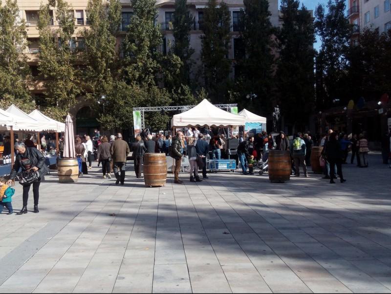 Unes 200 persones van passar pel Pati de Valls per veure les creacions en directe de reconeguts restauradors J. L. ERAS