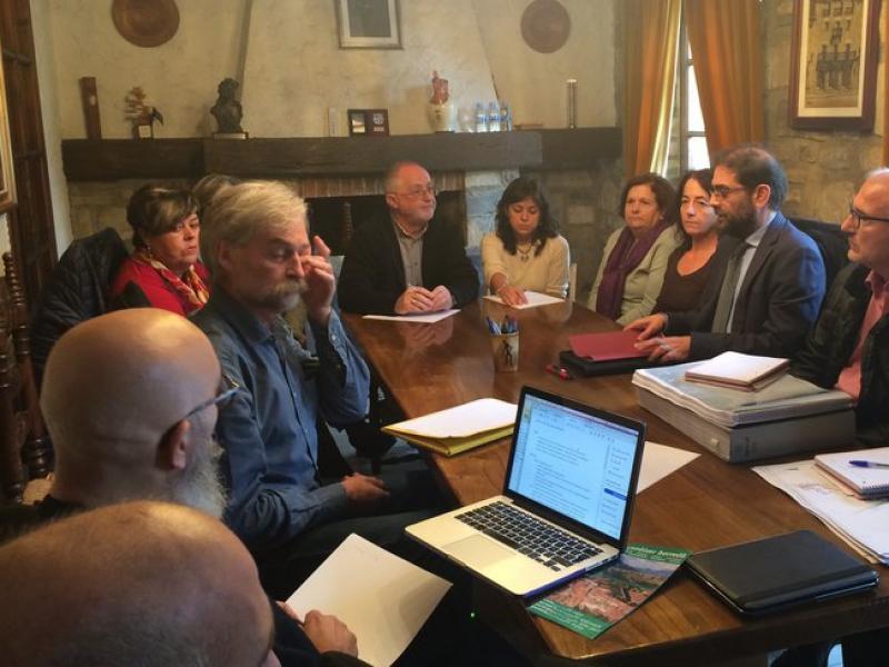 La reunió d'ahir entre l'Ajuntament de Borredà, l'ACA i els veïns descontents M. CANTURRI