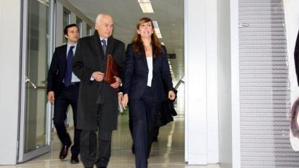 Carlos Rey, al centre de la imatge, quan va acompanyar la seva clienta Alícia Sánchez-Camacho a la Ciutat de la Justícia de Barcelona, l'any 2013