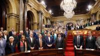 Els diputats que van quedar a l'hemicicle el dia 27 d'octubre, cantant 'Els segadors'