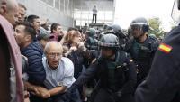 Les càrregues policials al pavelló de Sant Julià de Ramis, on havia de votar Carles Puigdemont