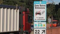 Senyal de zona de baixes emissions a la Ronda de Barcelona