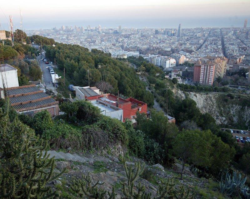Barcelona Convoca Un Concurs De Projectes Per Als Tres Turons Efe