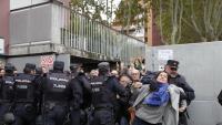 Agents de la Policía Nacional, al col·legi Bruguera de Girona