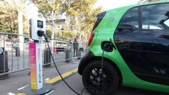 La recàrrega de vehicles elèctrics serà de pagament a partir de demà a Barcelona