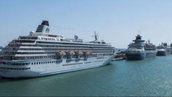 Un grup de creuers de luxe atracats al Port de Barcelona