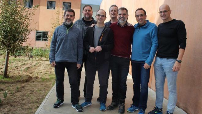 Imatge dels set presos polítics a Lledoners