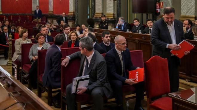 Els dirigents presos i acusats seuen a la banqueta durant el judici al Suprem