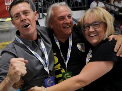 Busquets, a l'esquerra, i els seus ajudants en el títol de lliga 2019