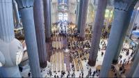 Imatge d'arxiu de la nau central de la Sagrada Família amb un grup de turistes
