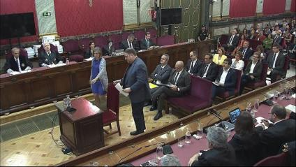 Imatge dels presos polítics i la bancada de l'acusació, fiscals, advocacia de l'Estat i Vox
