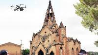 Fotomuntatge de la proposta guanyadora per senyalitzar la ruta, amb l'església de Vistabella.