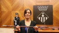 Marta Farrés, alcaldessa de Sabadell, amb la vara a les mans