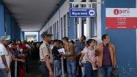 Veneçolans fan cua al centre d'atenció migratòria de la ciutat fronterera de Tumbes, al Perú