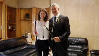 Pau Ricomà i Carla Aguilar, tinenta d'alcalde, ahir després del ple