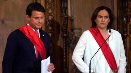 La incomoditat d'Ada Colau cap a Manuel Valls s'ha pogut veure a través del seu rostre durant l'acte de constitució al Saló de Cent de l'Ajuntament de Barcelona