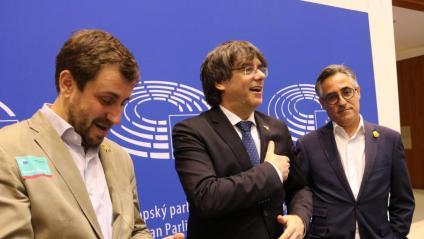 Puigdemont i Comín, amb Ramon Tremosa en la seva visita a l'eurocambra del 4 de juny
