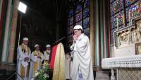 L'arquebisbe de París, Michel Aupetit, celebra la primera missa a Notre Dame des de l'incendi
