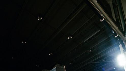 <b>Un entrenament </b>fet el 5 de juny del 1969, en què es pot veure Armstrong (amb la càmera penjant) i a Aldrin assajant una recollida de mostres. Quan eren a la Lluna, Armstrong va ser l'encarregat de fer totes les fotos i per això no n'hi ha cap en què surti ell sencer (com a molt es veu el seu peu o el seu reflex). En canvi, sí que surt en els enregistraments de vídeo, ja que van instal·lar la càmera en un trípode