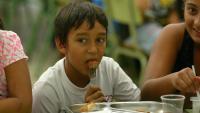 La implicació de la família i l'escola és fonamental per evitar el sobrepès